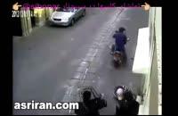 زور گیری با قمه در خیابان و روز روشن و بی تفاوتی مردم و شاهدان