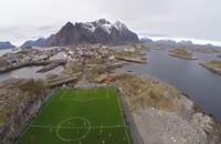 یک استادیوم فوتبال در دل دریا