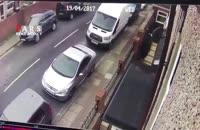 لحظه تصادف یک ماشین