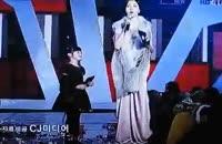 بوس کردن کیم هیون جون در مراسم