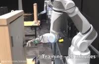 تلاش ربات برای باز کردن دستگیره در